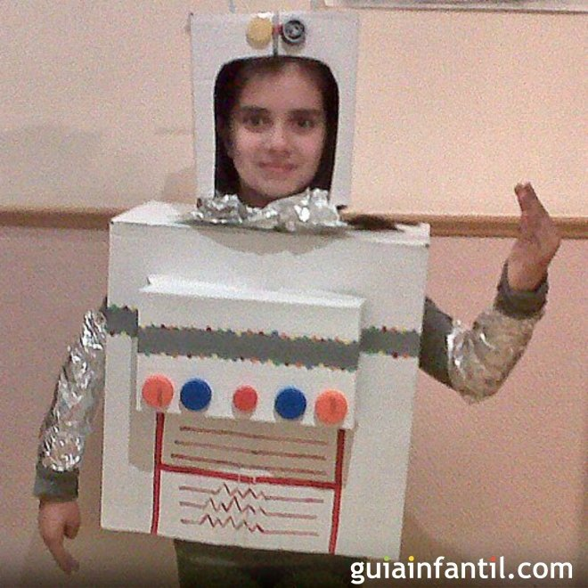 Un disfraz de robot para los niños - Juegos para niños con cajas de