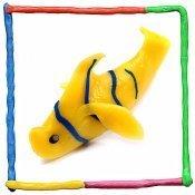 Pez amarillo de plastilina para niños