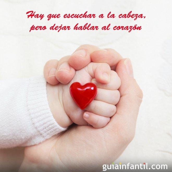 Manos con un corazón. Frases de amor para niños