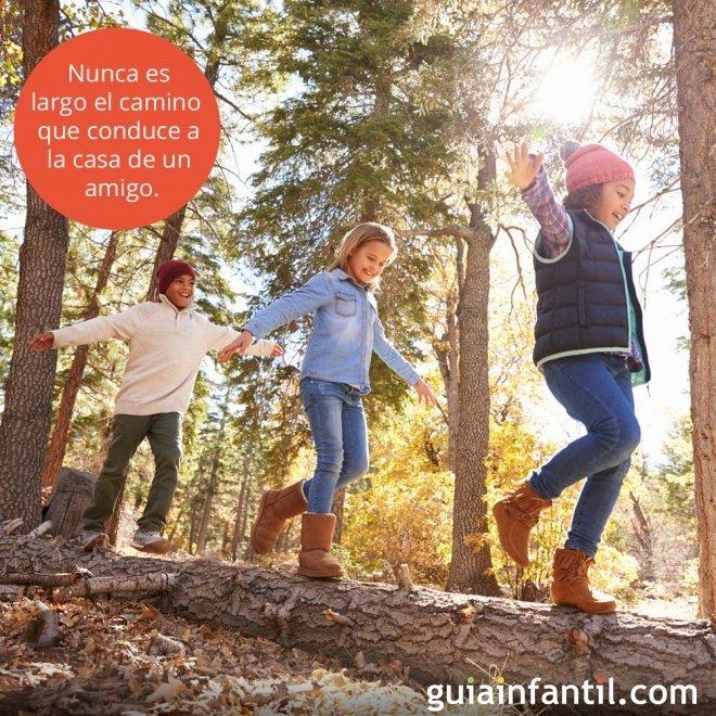 Frases de amistad para niños. Amigos vestidos de payasos