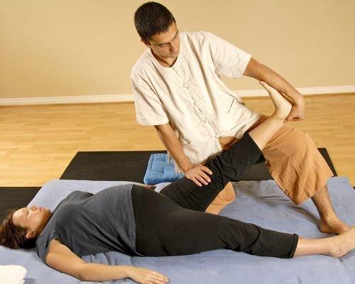 4. Estiramiento de piernas de la embarazada