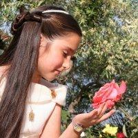 Peinados de Primera Comunión para niñas. Semirecogido con diadema