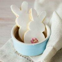 Galletas de Pascua decoradas. Conejos blancos