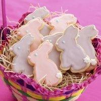 Galletas de Pascua decoradas. Cesta de conejos