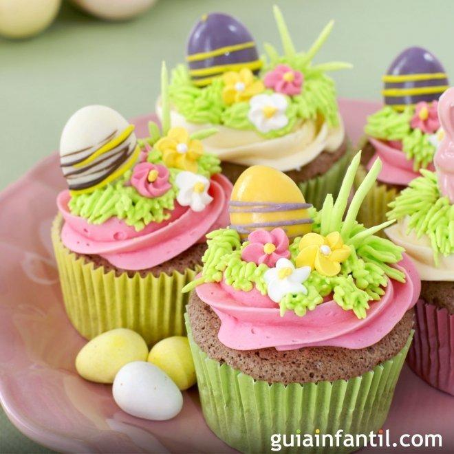 Muffins de Pascua decorados. Huevos de campo