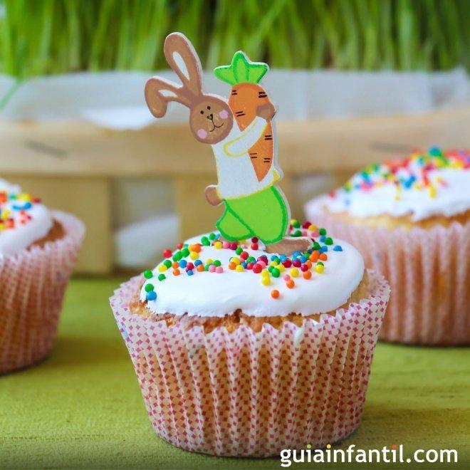 Muffins de Pascua decorados. Conejos con zanahoria