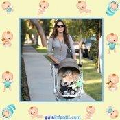 La modelo Alessandra Ambrosio con el pequeño Noah