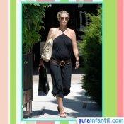 La modelo Heidi Klum embarazada con mono veraniego negro
