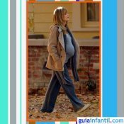 La actriz Reese Witherspoon embarazada con look de sport y abrigo de paño
