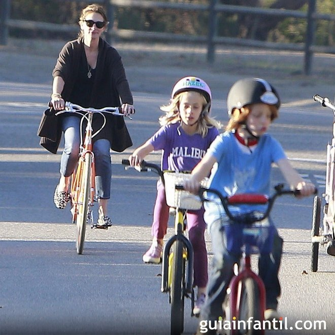 La actriz Julia Roberts con su marido y sus hijos mellizos
