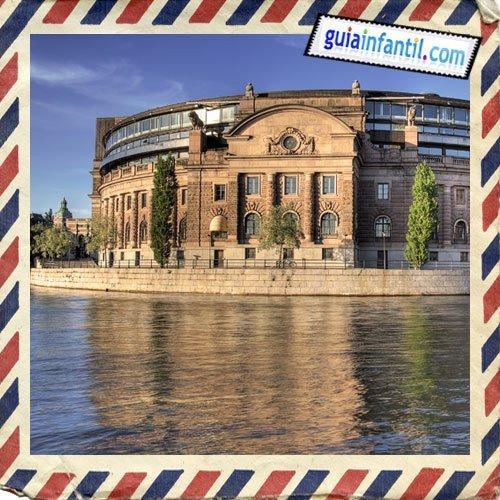 El Parlamento. Viajar a Estocolmo con los niños