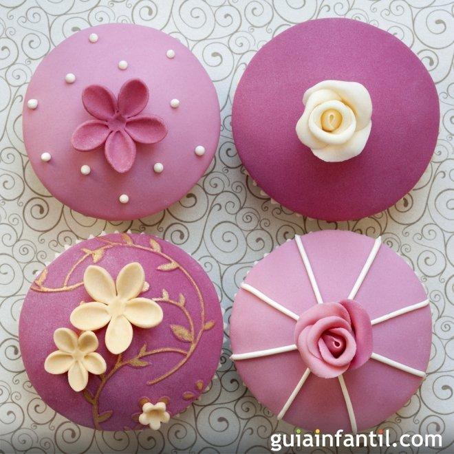 Cupcake de fresa decorados con fondant para hacer con tus hijos. Un