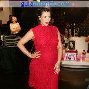 Kim Kardashian embarazada con un vestido rojo