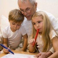 Los abuelos guardan como un tesoro los regalos de sus nietos