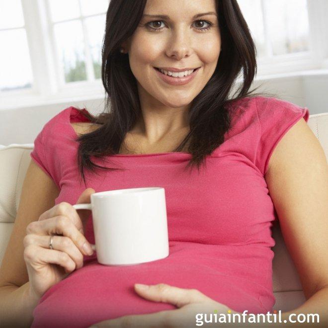 Consumir poca cafeína en el embarazo