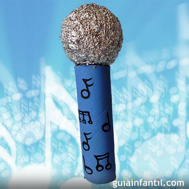 Micrófono con rollo de papel higiénico
