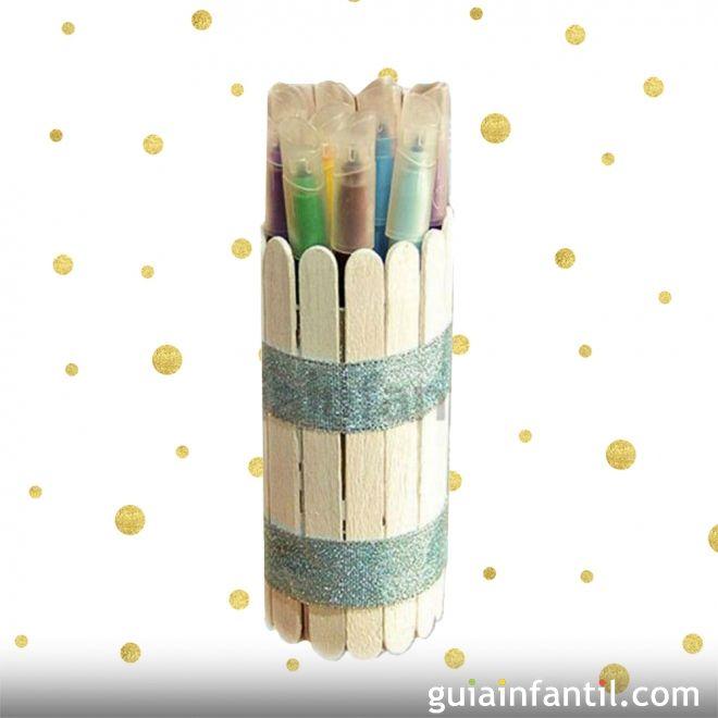 Portalápices casero con rollo de papel higiénico