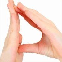 Juega a hacer la letra D con las manos