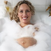 Un baño relajante para el estrés del embarazo