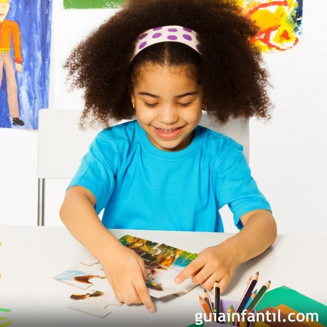 Hacer un puzle. Actividades para estimular las habilidades de los niños