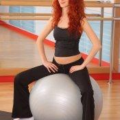 Cómo la embarazada debe sentarse en la pelota para los ejercicios