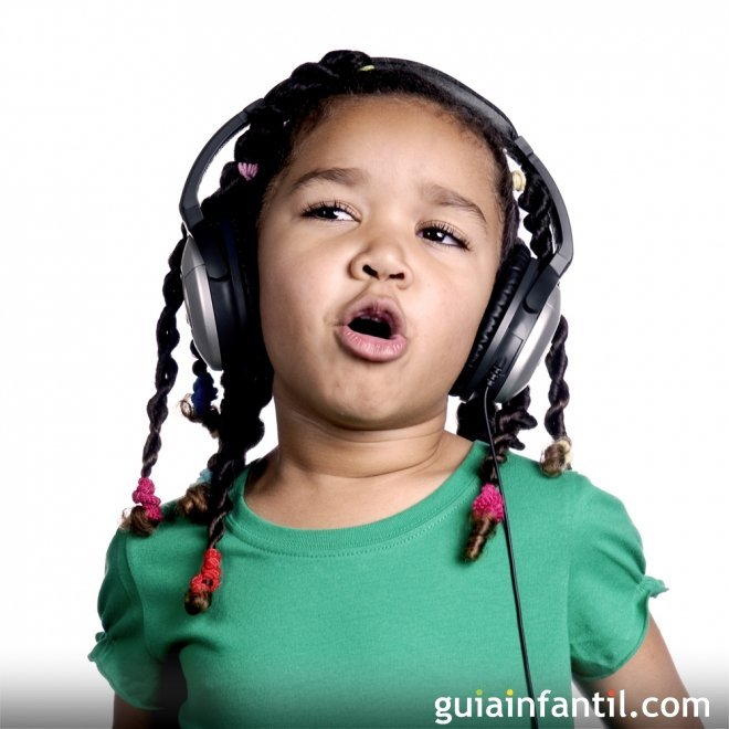 Cantar, tocar un instrumento y bailar