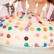 Tarta para el cumpleaños de los niños. Con lacasitos