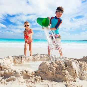 Jugar con agua y arena
