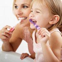 Higiene dental infantil y limpiezas periódicas en la clínica