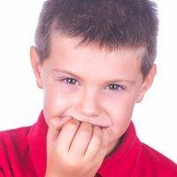 Comerse las uñas. Malos hábitos de los niños