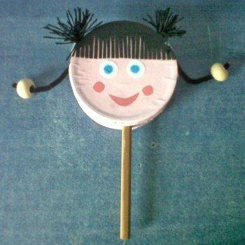 Muñeca tambor. Manualidades infantiles de reciclaje