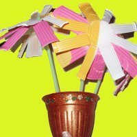 Margaritas de plástico. Manualidades infantiles de reciclaje