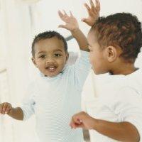 Actividades con espejos para bebés y niños