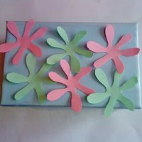 Caja decorada con flores. Manualidades para niños