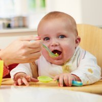 Destete del bebé. Alimentación en el octavo y noveno mes