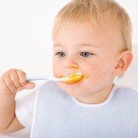Destete del bebé. Alimentación de los diez a los doce meses