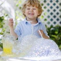 Vídeos de experimentos de ciencia para niños con agua