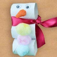Muñeco de nieve de cartón. Manualidades de Navidad