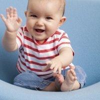 En qué postura colocar al bebé de día y de noche