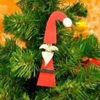 Figura de Papá Noel con pinzas. Manualidades recicladas