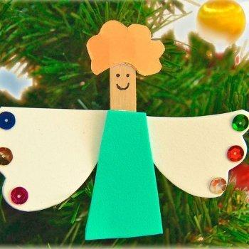 Ángel de Navidad con pinzas. Manualidades de reciclaje