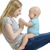 Canciones para jugar con el bebé en el regazo