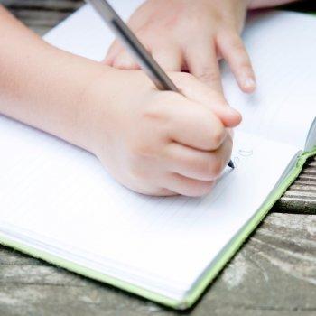 Cómo adquieren destreza manual los niños