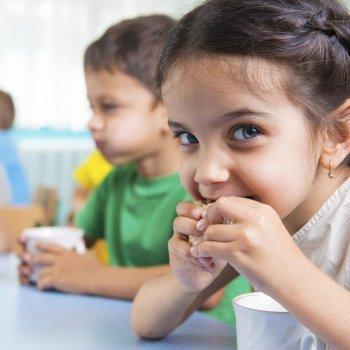 Por qué los niños comen mejor en el colegio