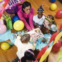 Preparativos para la fiesta de cumpleaños infantil