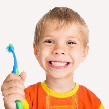 Placa en los dientes de los niños