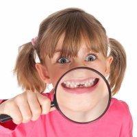 Causas de las manchas en los dientes de los niños