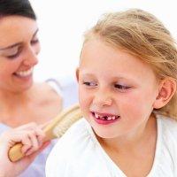 Causas de los dientes amontonados de los niños