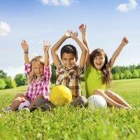 Beneficios de jugar al aire libre con los niños