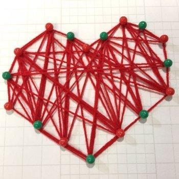 Corazón con lana. Manualidades decorativas para niños